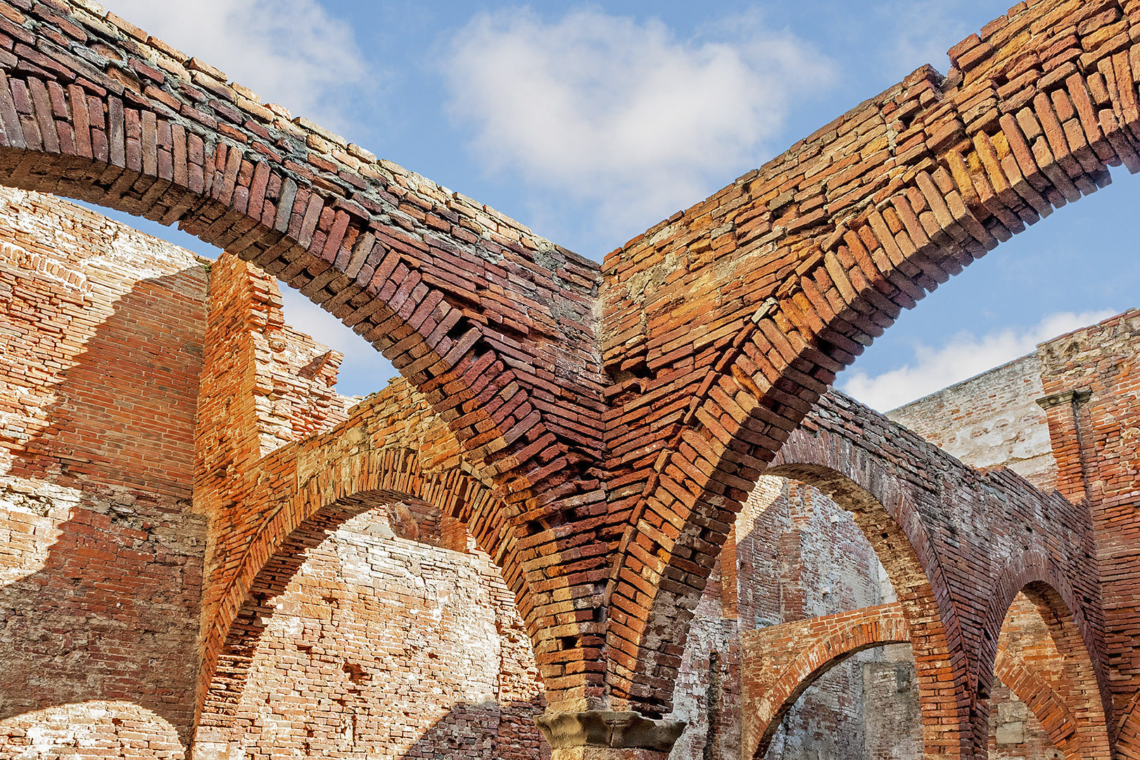 Fortezza Vecchia di Livorno - Arcate cortile d'armi